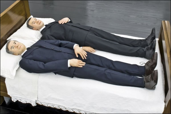 ARTLOVERS - Maurizio Cattelan, We, 2010, d'après Gilbert & George, In Bed With Lorca © Jean-Charles Vinaj GFM